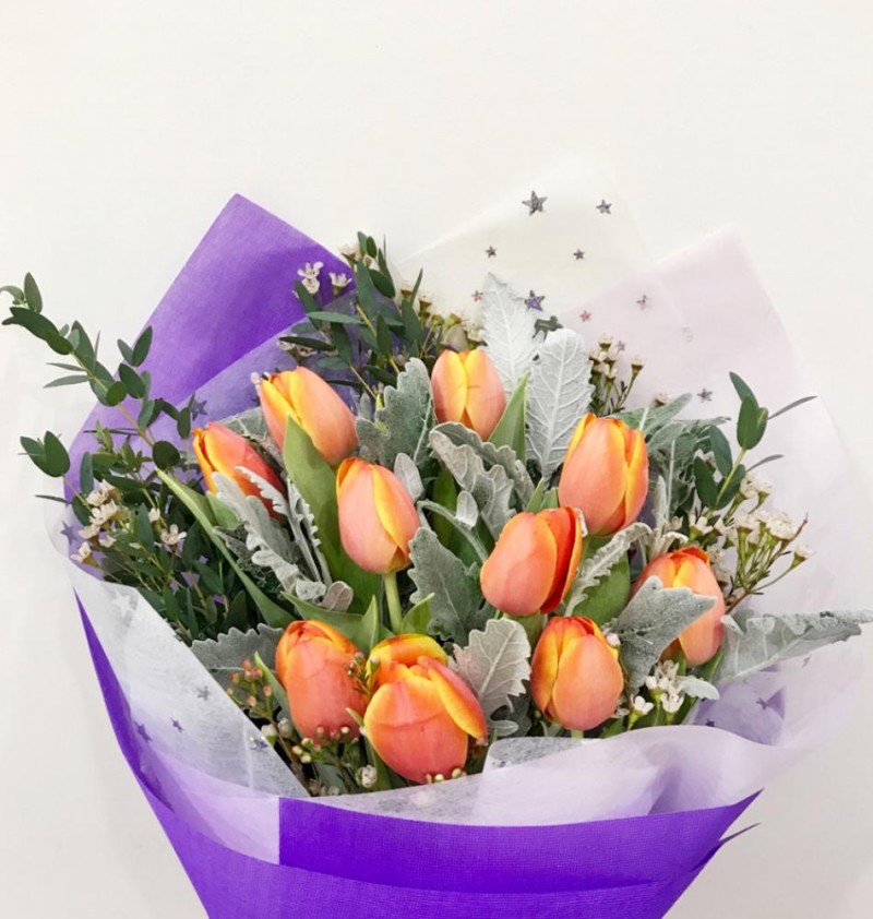 10 Orange Tulips